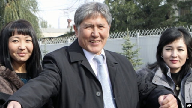 Former PM and Russia's favored candidate, Almazbek Atambayev (C), who was declared winner of  Kyrgyzstan's presidential elections, talks to journalists in the capital Bishkek, October 31, 2011.