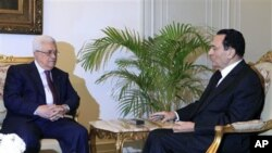 Egyptian President Hosni Mubarak, right, meets with Palestinian authority President Mahmoud Abbas at the Presidential palace in Cairo, Egypt, 09 Dec 2010