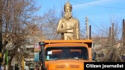 Salmas - Firdovsi heykəli