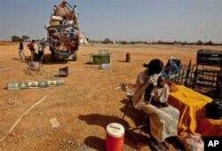 Une Sud-Soudanaises et son enfant de retour à Abyei