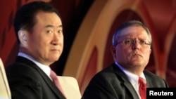万达集团董事长王健林与AMC首席执行长兼总裁洛佩兹