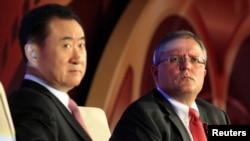 萬達集團董事長王健林與AMC首席執行長兼總裁洛佩茲