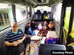 Van berukuran besar yang bisa memuat 12 kursi roda (foto: courtesy).