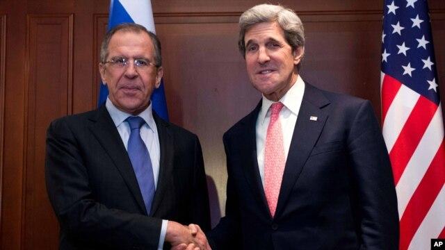 Ngoại trưởng Hoa Kỳ John Kerry và Ngoại trưởng Nga Sergey Lavrov tại cuộc thảo luận ở Berlin, Đức, 26/2/13