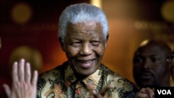 Mantan Presiden Afrika Selatan Nelson Mandela dirawat di rumah sakit hanya seminggu sebelum partainya bersidang untuk memilih pimpinan yang baru. (foto: dok).
