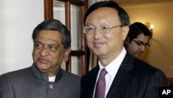Indian Foreign Minister S.M. Krishna, left, shakes hands with Chinese Foreign Minister Yang Jiechi before a meeting in New Delhi, India, March 1, 2012.