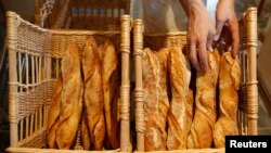 Semakin banyak warga Asia yang mengkonsumsi roti seperti baguettes, roti tradisional Perancis, meningkatkan permintaan akan gandum.