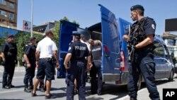 La police kosovare près de la cour de Justice de Pristina, le 12 août 2014.