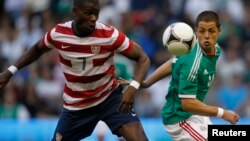 Maurice Edu, de EE.UU. y el Chicharito Javier Hernández, son dos de los referentes de ambas selecciones.