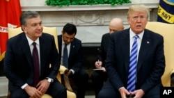 President Donald Trump meets Uzbek President Shavkat Mirziyoyev in the Oval Office of the White House, May 16, 2018, in Washington.
