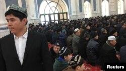 Shinjon Islom instituti masjidi hukumat tashkil qilgan tadbir davomida odamlar bilan to'la, 2019-yil, 3-yanvar.