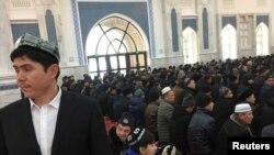 پر چین تور دی چې هلته له اقلیت اویغور مسلمانانو سره ښه چلند نکوي