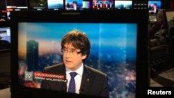 Carles Puigdemont, chủ tịch bị truất quyền của xứ Catalonia, trả lời phỏng vấn trên truyền hình ở Brussels, Bỉ, ngày 3 tháng 11, 2017.