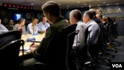 El presidente Barack Obama, asistió al centro Nacional de Coordinación de Respuesta de FEMA, en Washington, donde se reunió con la agencia de emergencia.