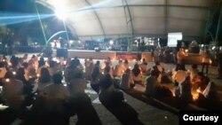 Suasana kegiatan Malam Doa Damai Lintas Iman yang digelar oleh Gerakan Perempuan Bersatu Sulawesi Tengah di Taman GOR Kota Palu, Rabu, 2 Desember 2020. (Foto: Dewi Rana Amir)