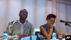 Antonio Ventura e Lucia Silveira, durante a apresentação do documento da AJPD, em Luanda