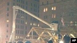 华盛顿警察12月4日拆除抗议者在麦克弗森广场搭建的小木屋