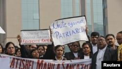 印度律師在星期四要求法院僅速審訊輪姦案