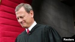 Chánh án Tối Cao Pháp viện John Roberts nói phán quyết này lần đầu tiên mới có, trước đây chưa bao giờ tòa án này chấp nhận thách thức trực tiếp nào của một tổng thống đối với hành động của Quốc hội trong lĩnh vực đối ngoại