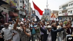 Anti-government protesters shout slogans as they march to demand the ouster of Yemen's President Ali Abdullah Saleh in the southern city of Taiz July 4, 2011