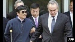 Сліпий китайський активіст Чень Гуанчен готується до поїздки у США.
