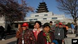 中国游客在韩国首都首尔