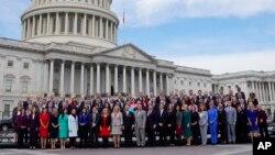 Članovi novog sastava Kongresa poziraju za zajedničku fotografiju na Capitol Hillu u Washingtonu, 14. novembra 2018.