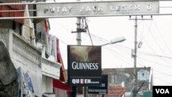 Lokalisasi Dolly, atau yang juga dikenal dengan Gang Dolly, Surabaya.