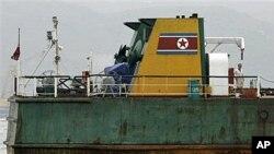 2006년 불법 거래로 홍콩항에서 억류된 북한 선박.