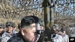 서남전선지구에 있는 인민군 제4군단 사령부 예하 군부대를 시찰하는 북한 김정은 노동당 중앙군사위원회 부위원장 (자료사진)