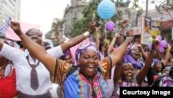 Wanawake kutoka Kenya, Uganda, Tanzania, Rwanda na Burundi wakishiriki maandamano ya mwanamke Nairobi, Kenya Oktoba 13, 2015.