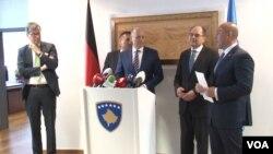 Konferencija za medije posle susreta poslanika Bundestaga Petera Bauera i Kristijana Šmita sa premijerom Kosova Ramušom Haradinajem