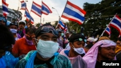 Những cuộc biểu tình hiện nay không khác gì mấy so với những cuộc biểu tình năm 2006 chống lại thủ tướng lúc đó là ông Thaksin Shinawatra.