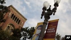 На фото: вивіска на кампусі Університету Південної Каліфорнії, яка закликає до носіння масок для захису від COVID-19. Фото непов'язане прямо із темтою статті