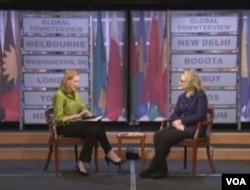 克林顿参加任内最后一次市民大会式会议(视频截图)