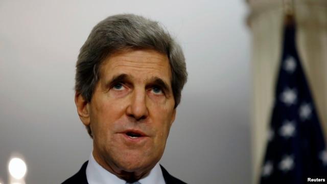 Menteri Luar Negeri AS, John Kerry memberikan keterangan pers seusai pertemuan dengan Menlu Kanada, di kantor Kemenlu AS di Washington, 8 Februari 2013. (REUTERS/Jason Reed)