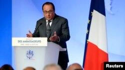 El presidente Francois Hollande pronunció un discurso en la reunión anual de embajadores franceses en el Palacio del Eliseo en París, el martes, 25 de agosto de 2015.