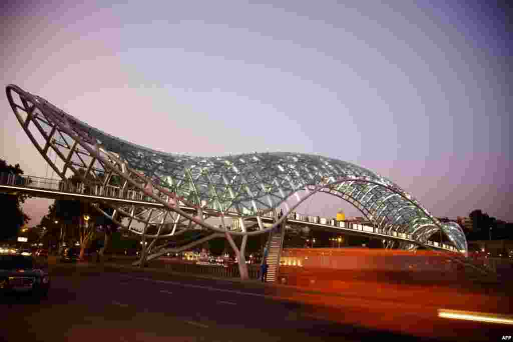 Мост Мира в Тбилиси, Грузия