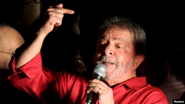 Former Brazilian President Luiz Inacio Lula da Silva gestures during a demonstration supporting his appointment to a Cabinet post, in Sao Paulo, Brazil, March 18, 2016. A Supreme Court justice late in the day blocked him from the post, citing constitutional grounds.
