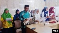 Jaringan ulama perempuan membacakan seriuan moral di Masjid Istiglal, Jakarta, hari Kamis 1/3. (Foto: VOA/Fathiyah)