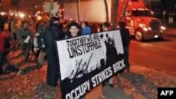 Các cuộc biểu tình hôm qua đã khiến phải ngưng một phần các hoạt động tại một số kho bến cảng ở Oakland, California và Portland.