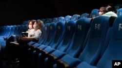 Di tengah pandemi, benarkah menonton bioskop bisa jadi pilihan 'aman' untuk hiburan dan meningkatkan imunitas tubuh? (Foto: ilustrasi).