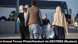 ავღანელი დევნილები ტორონტოს საერთაშორისო აეროპორტში