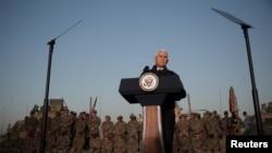 Potpredsednik SAD Majk Pens obraća se trupama u američkoj bazi u Erbilu u Iraku, 23. novembar 2019. ( Foto: Rojters/Jonathan Ernst)