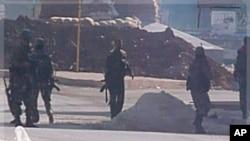 Des soldats syriens vus le 4 novembre 2011 à Hula, près de Homs