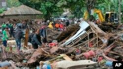 Athari za Tsunami iliyotokea nchini Indonesia Jumamosi.