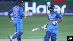 ایشیا کپ کے فائنل میں بھارتی کھلاڑی جادھیو رن لے رہے ہیں ان کے ساتھ جدیجا ہیں۔ 28 ستمبر 2018