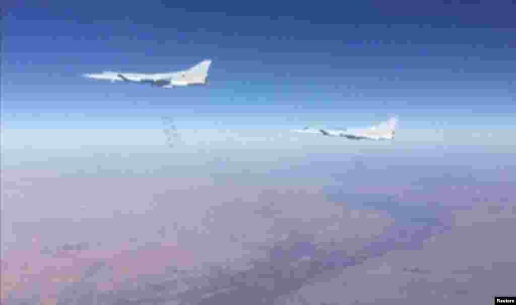 هواپیماهای روسی مواضع داعش در استان دیرالزور سوریه بمباران می کند.