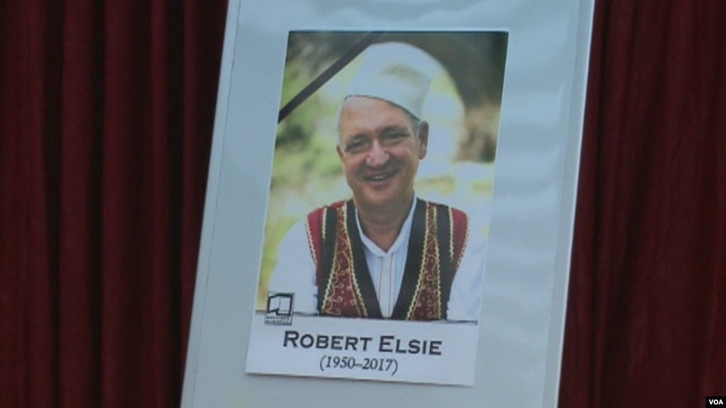 Tiranë, homazhe për Robert Elsie