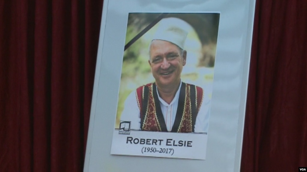 Lamtumira e fundit për albanologun, Robert Elsie